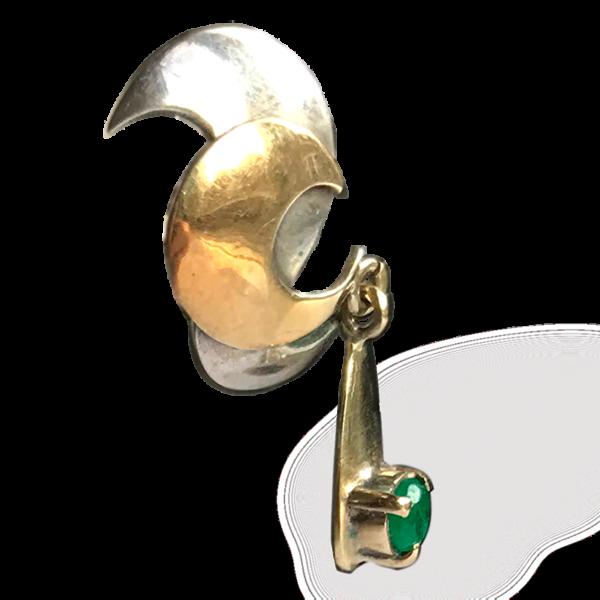 Pendientes Oposite de plata, oro amarillo y esmeraldas detalle